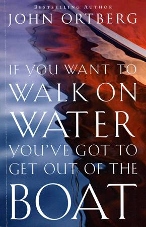 If you want to walk on water, you've got to get out of the boat (Brossura)